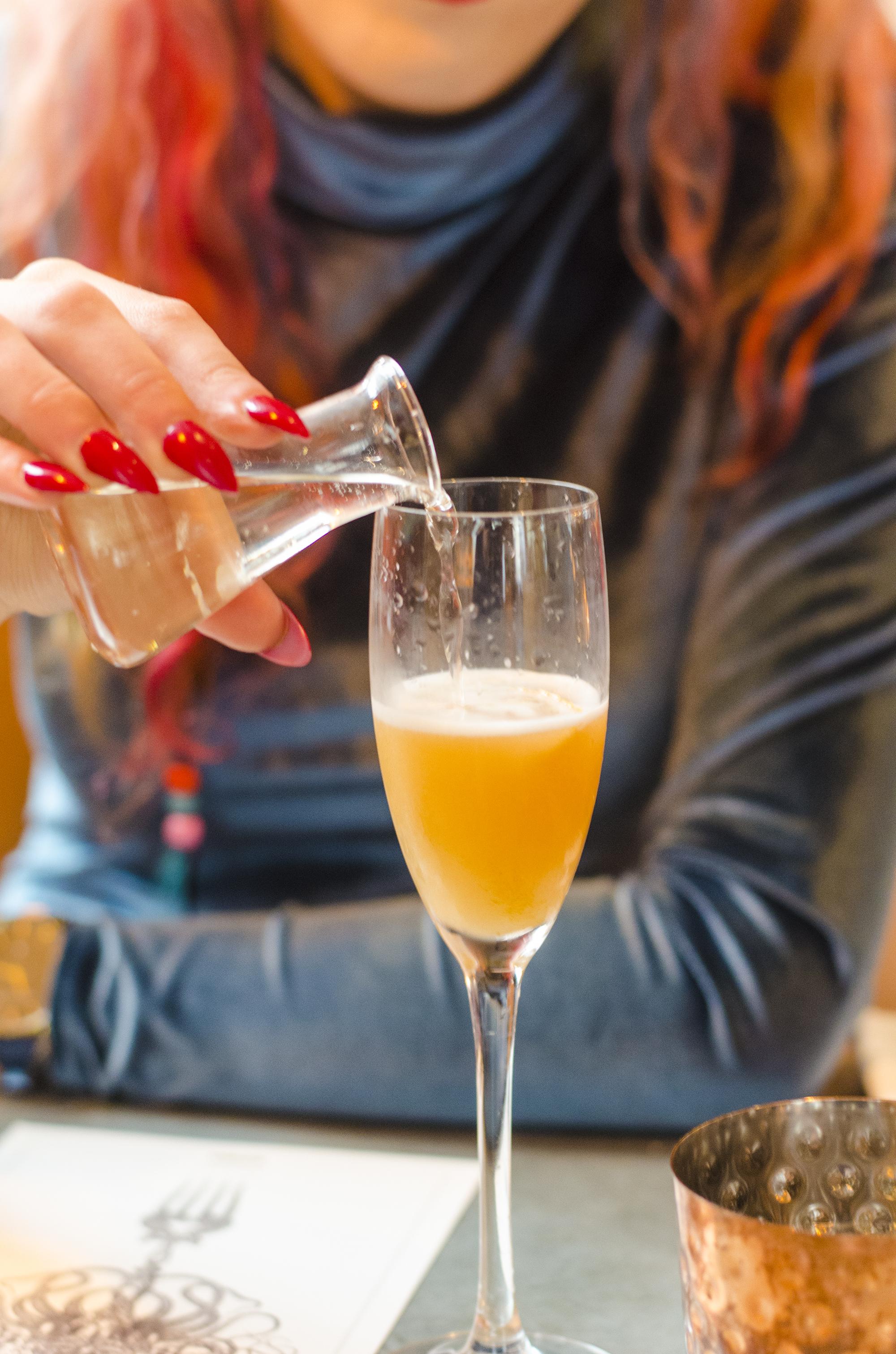 peaches and cream prosecco cocktail