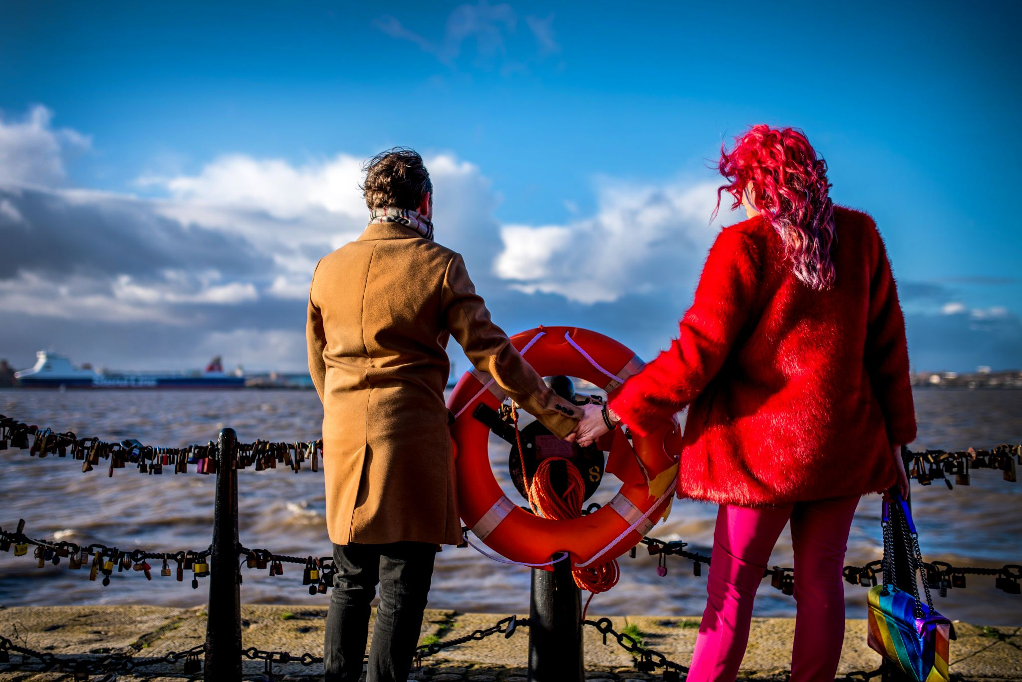 romantic couples travel photoshoot in liverpool