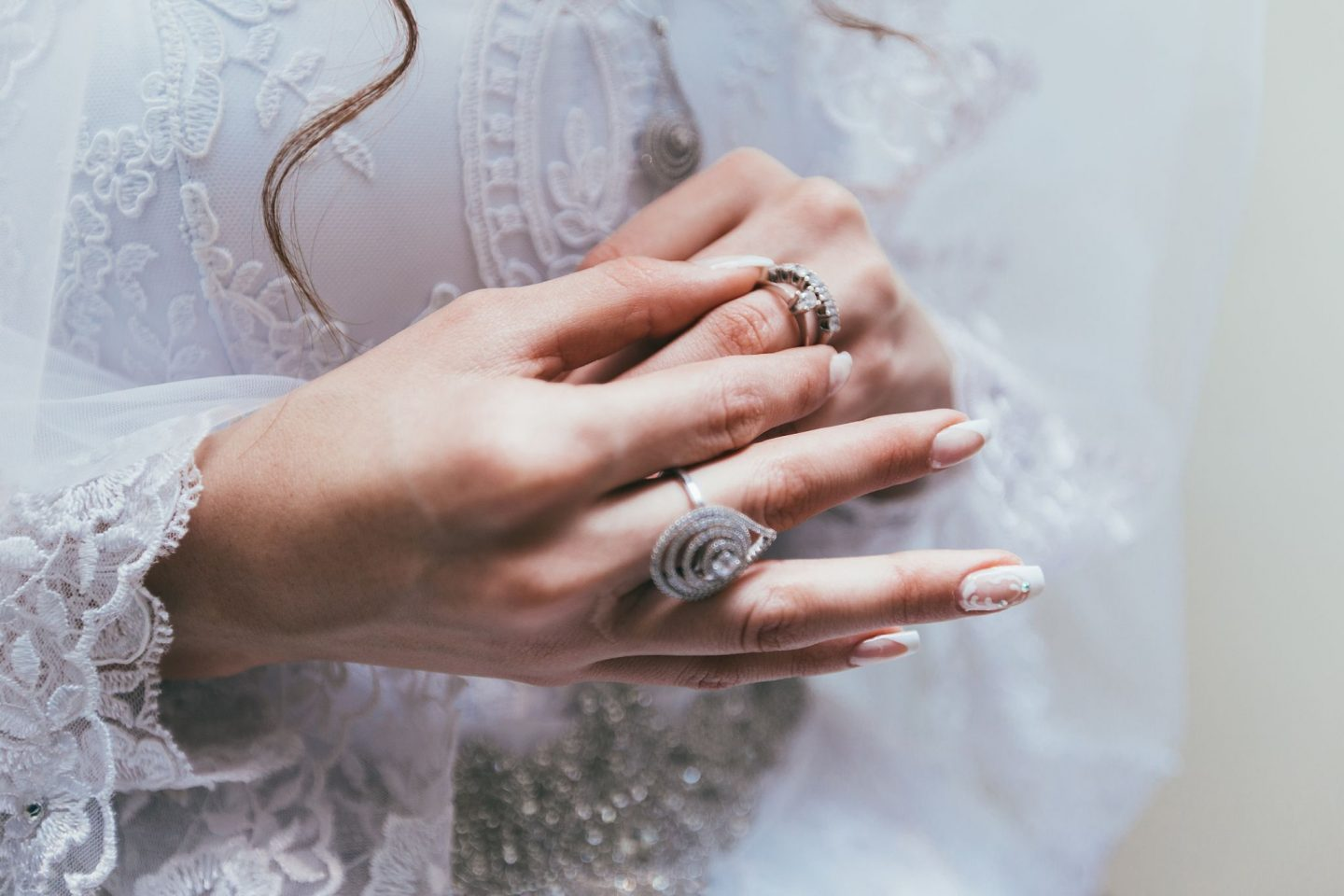4 ACCEPTABLE COMPROMISES TO BUY AN ENGAGEMENT RING YOU CAN AFFORD