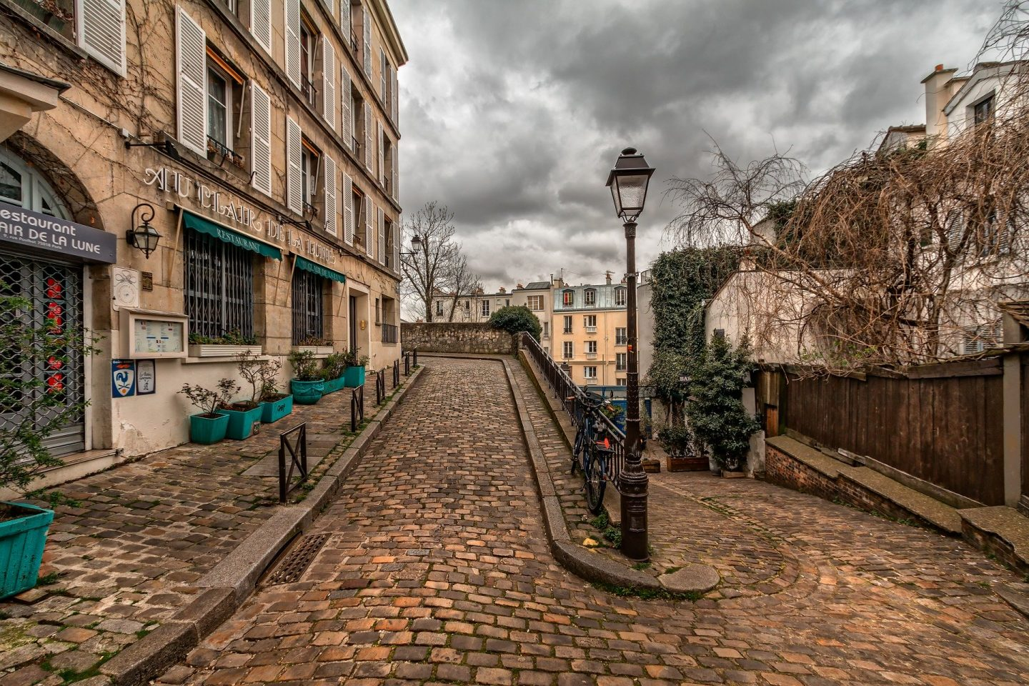 WHAT YOU NEED TO KNOW FOR A FAMILY HOLIDAY IN PARIS