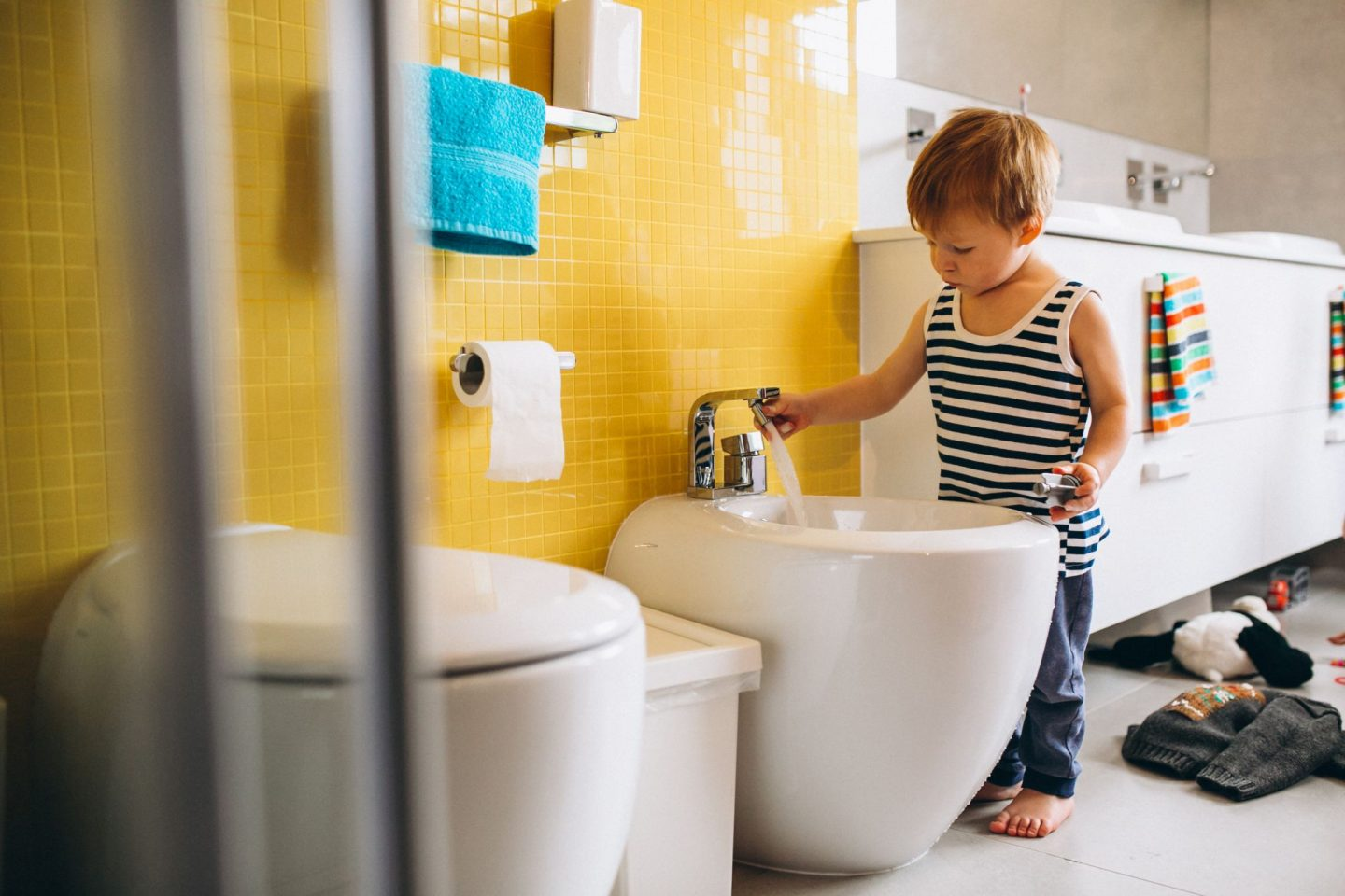HOW TO MAKE YOUR BATHROOM MORE KID-FRIENDLY