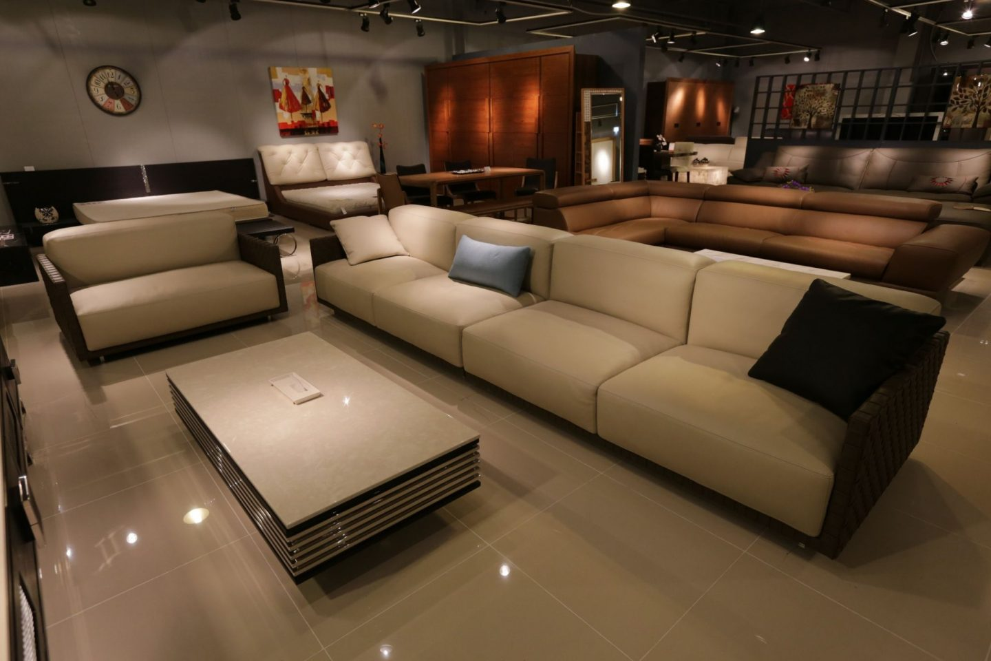 BUYING CONTEMPORARY FURNITURE ONLINE – WHAT YOU NEED TO KNOW