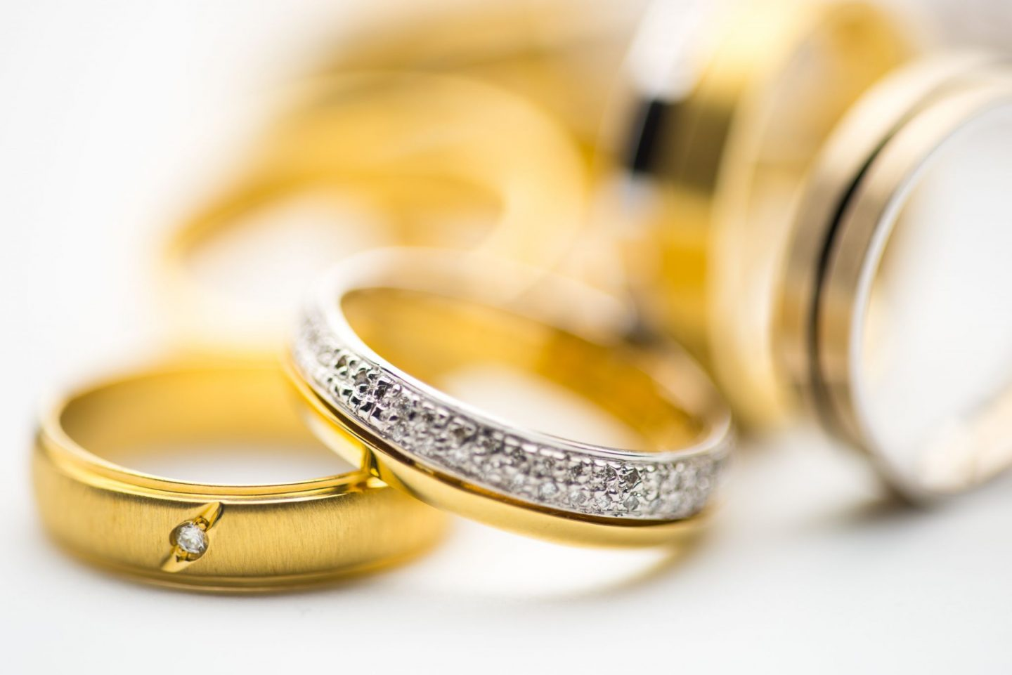 MORE THAN JUST A SHADE: 5 DISTINCT ADVANTAGES OF YELLOW GOLD JEWELLERY