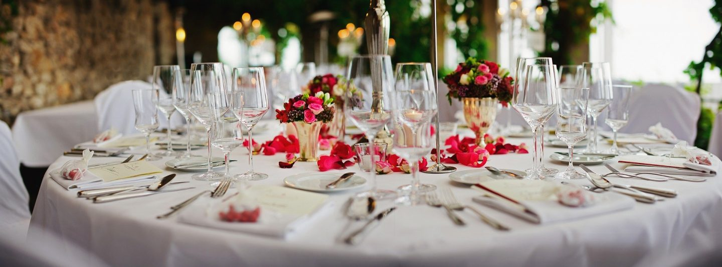 HOW TO SPEND LESS ON WEDDING DECORATIONS
