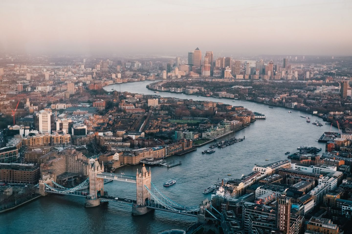 9 WAYS TO EXPERIENCE LUXURIOUS LONDON ON A BUDGET
