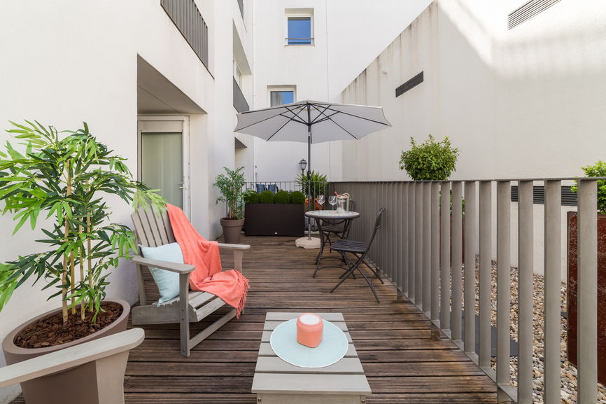 HOW TO CREATE A SMALL BALCONY GARDEN IN YOUR APARTMENT