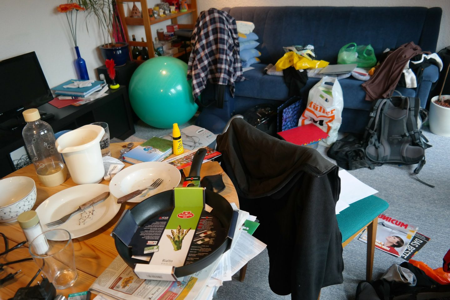 KEEPING YOUR HOME TIDY: A GUIDE TO MANAGING CLUTTER