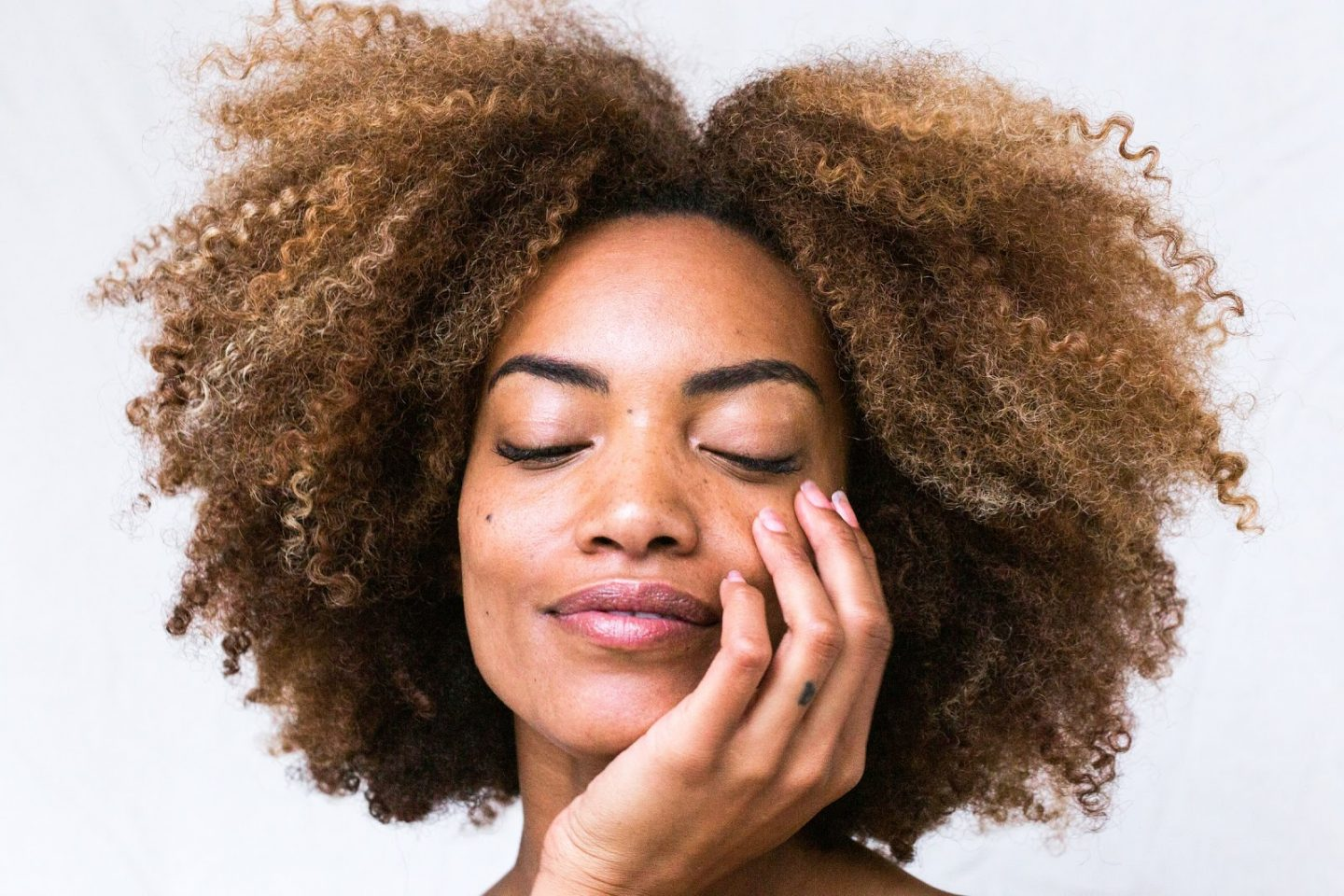 HOW CBD CAN REDUCE ACNE, ANTI-AGING & OTHER SKIN ISSUES