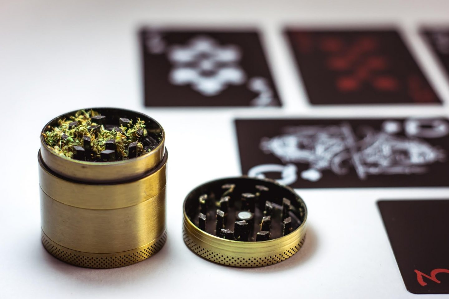 5 AMAZING BENEFITS OF USING A WEED GRINDER