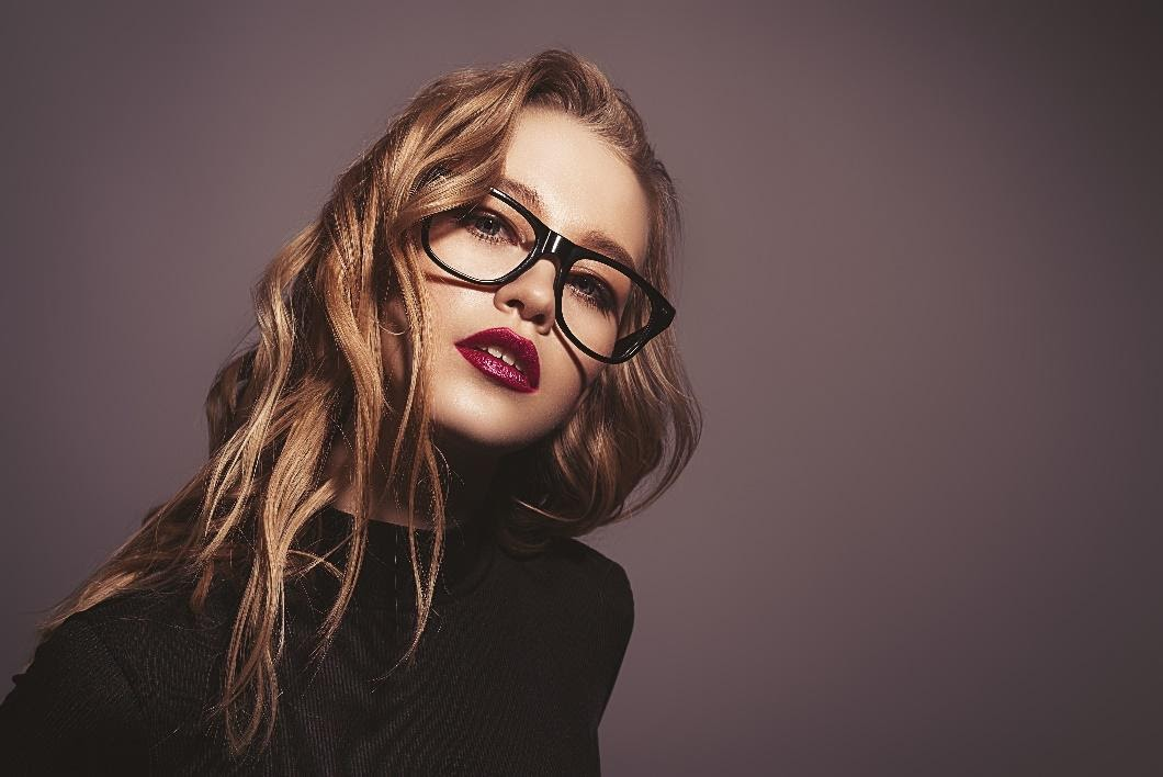 ENHANCE YOUR FEATURES WITH THE MOST SUITABLE SPECTACLE FRAMES