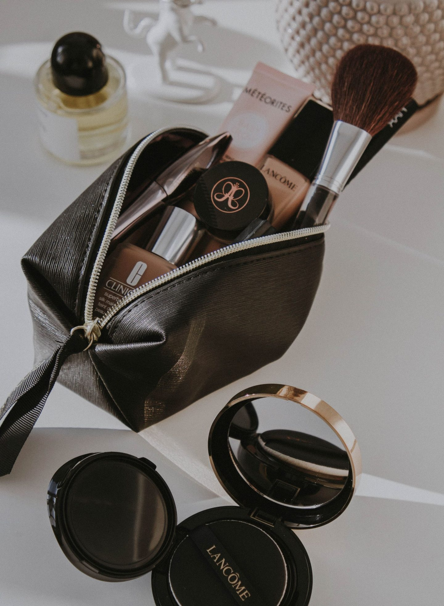 7 ESSENTIAL TYPES OF MAKEUP TO PACK FOR YOUR VACATION