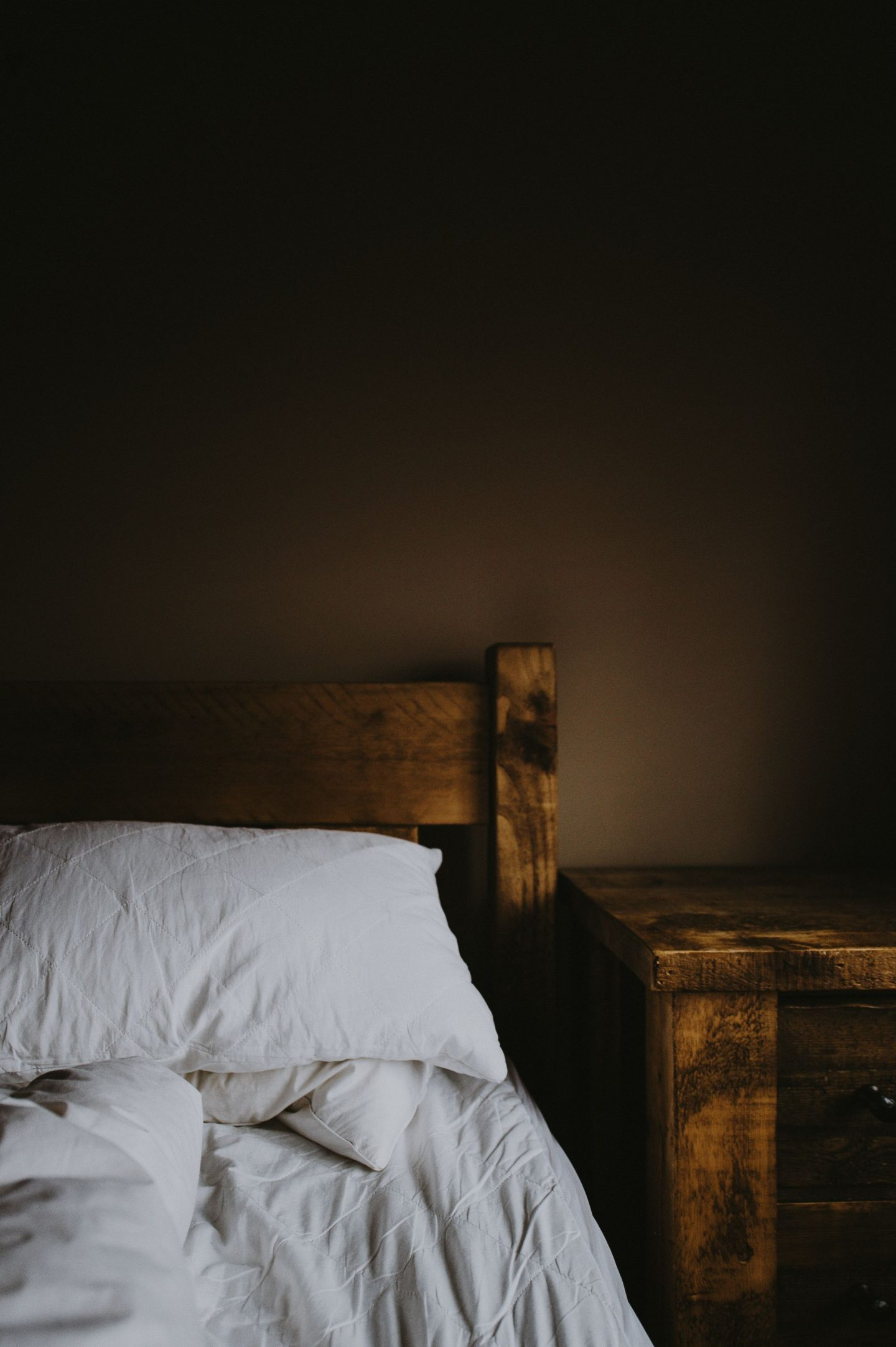 HOW TO ACCESSORISE WOODEN BED FRAMES IN 5 DIFFERENT STYLES