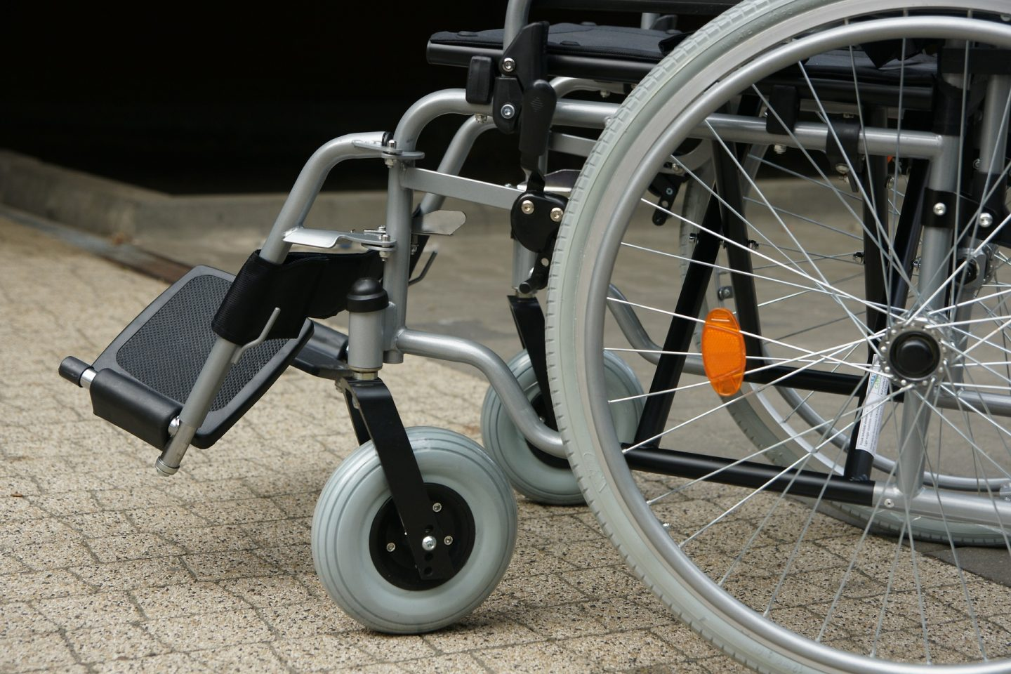 5 HELPFUL WAYS TO AID THE DIFFERENTLY-ABLED