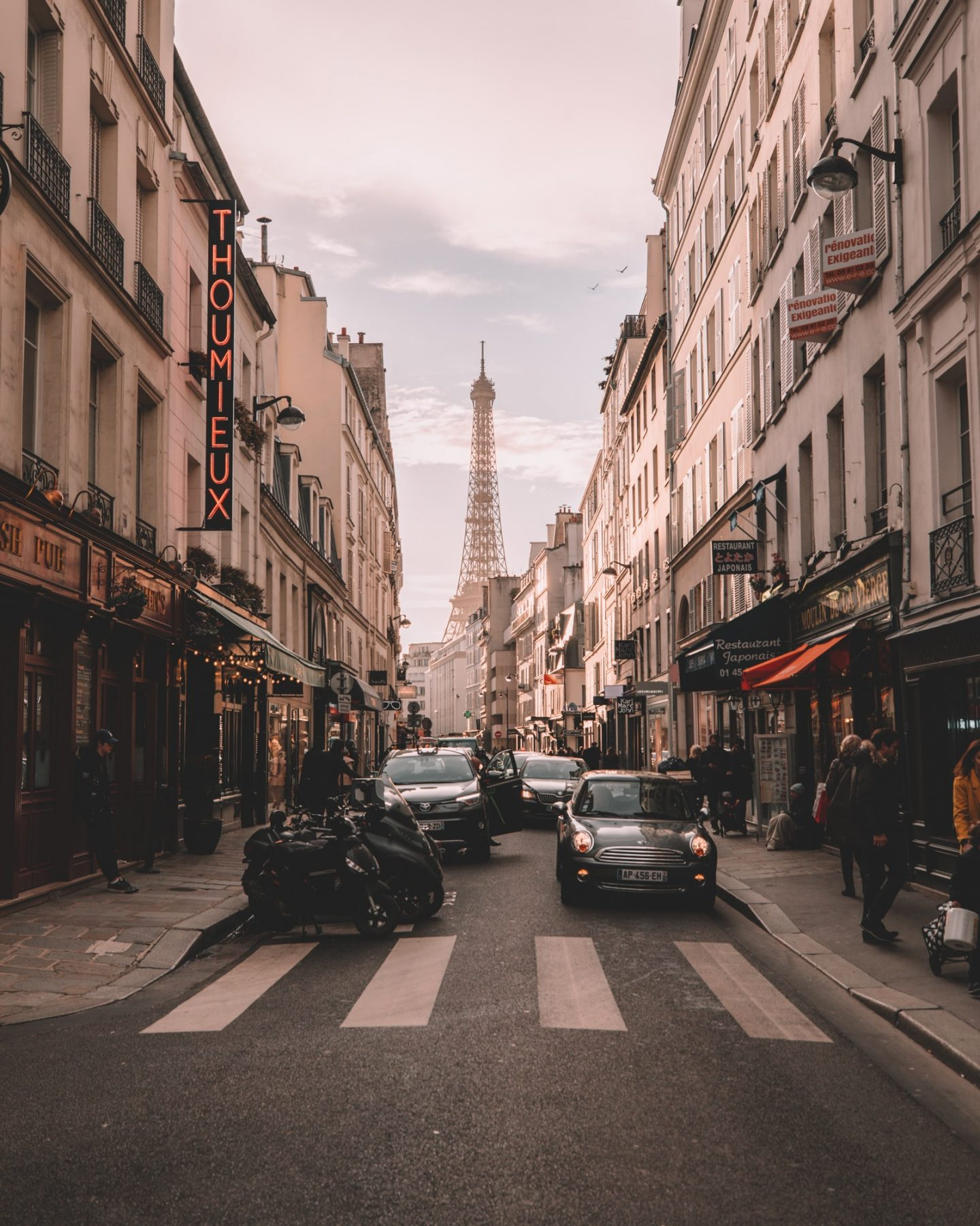 TOP 11 SOCIALLY DISTANT THINGS YOU CAN DO IN PARIS
