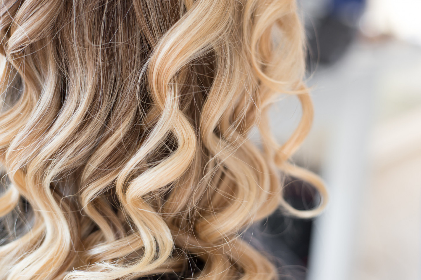 HOW OFTEN SHOULD YOU GET YOUR HAIR HIGHLIGHTED