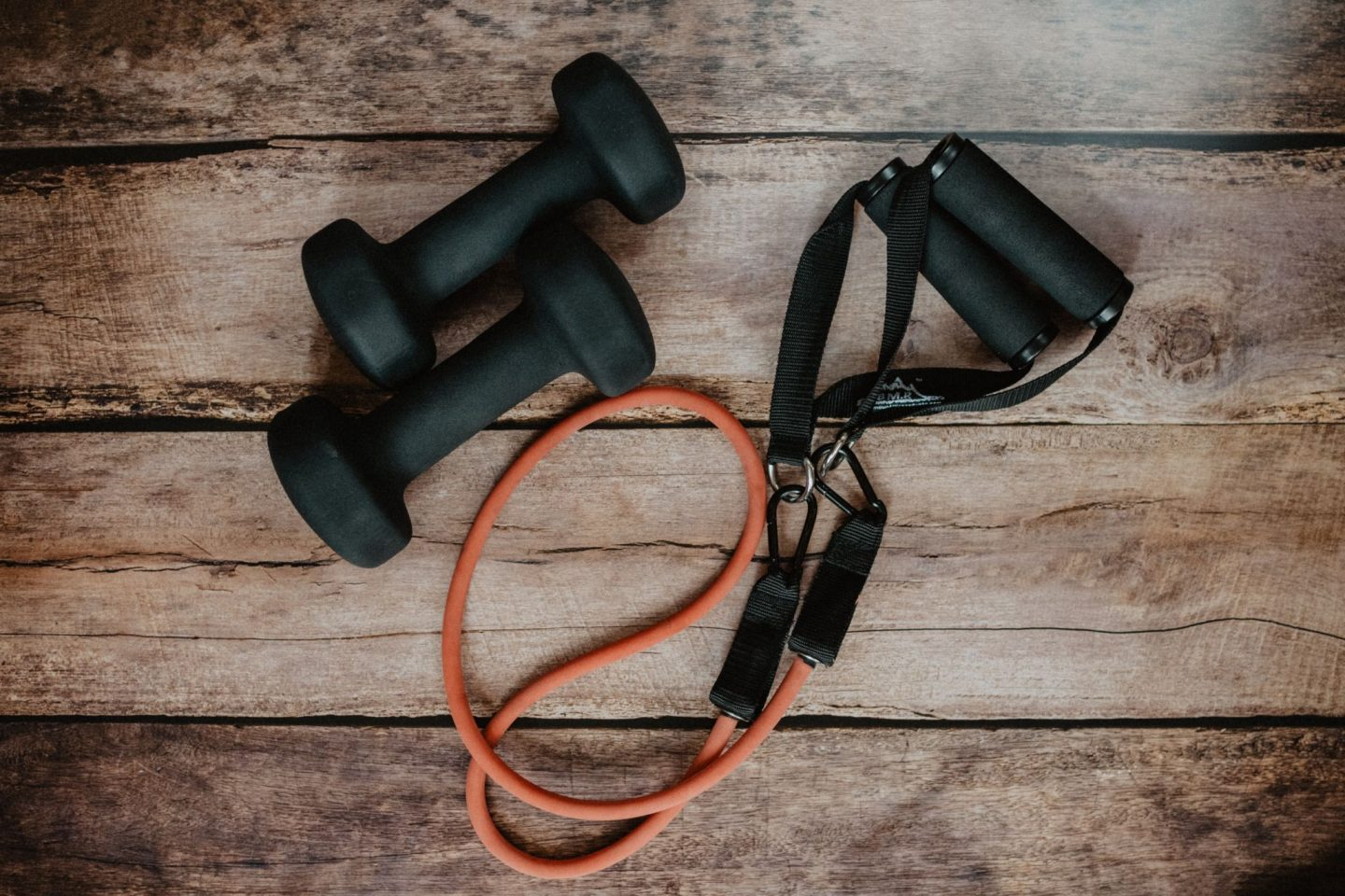 PLANNING TO WORK OUT AT HOME? HERE ARE THE ESSENTIAL ITEMS YOU NEED FIRST