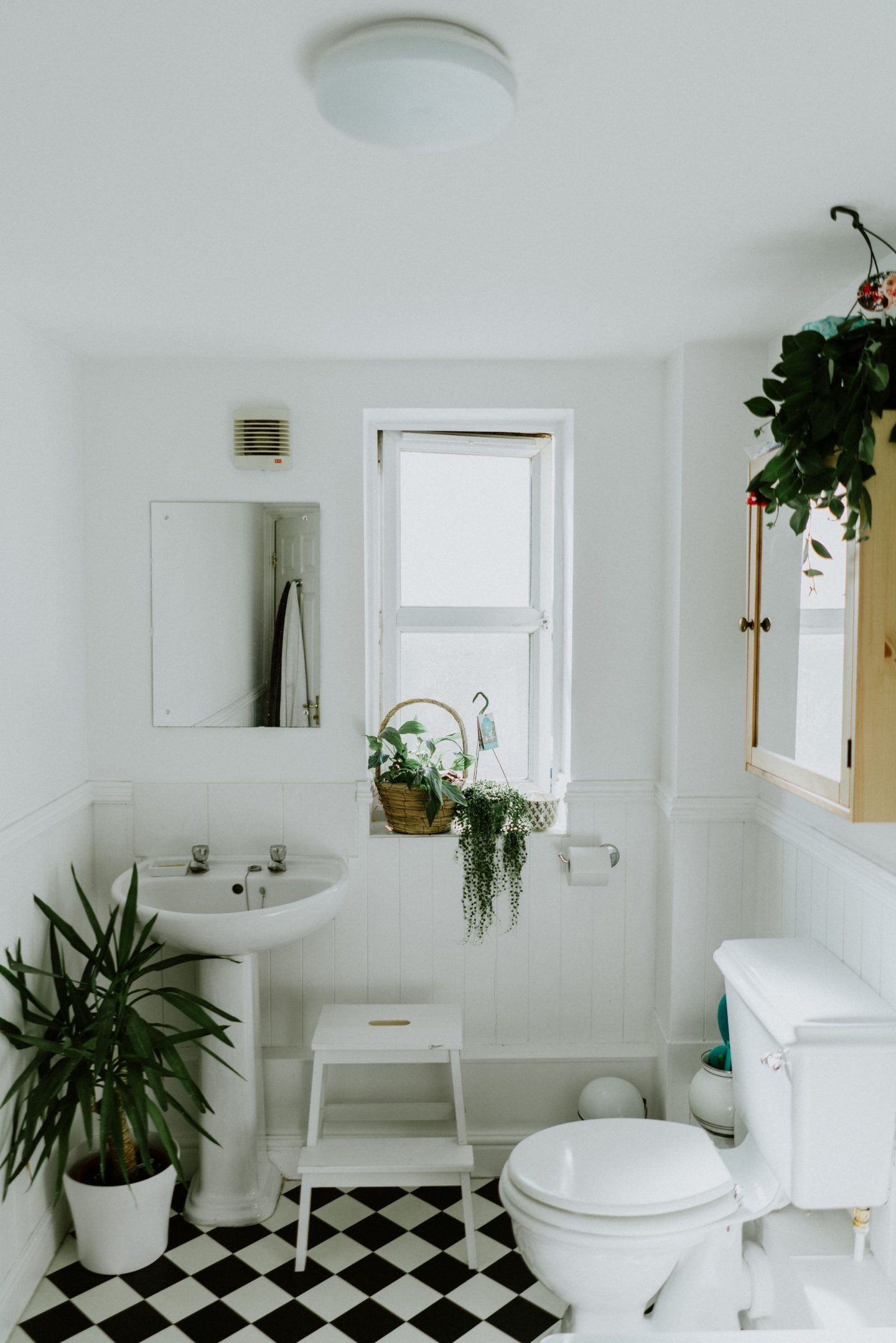 THE PROS AND CONS OF BATHROOM REMODELLING