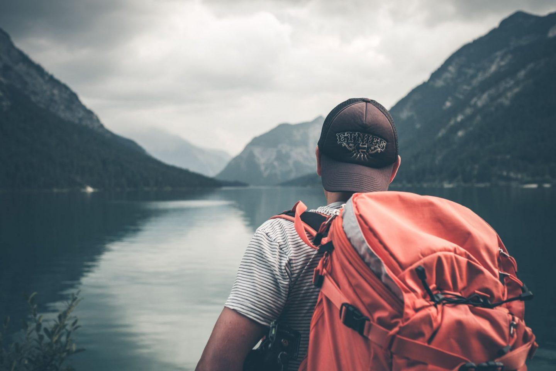5 ESSENTIALS FOR A COMFORTABLE ROAD TRIP