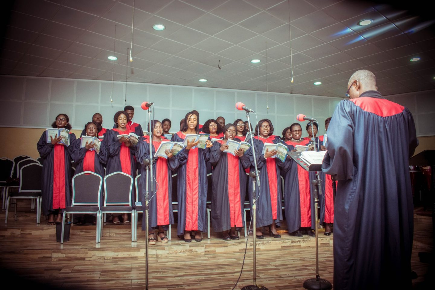 6 INTERESTING FACTS ABOUT CHURCH CHOIR ROBES THAT YOU SHOULD KNOW