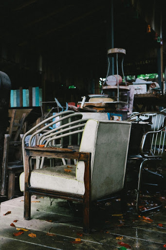HOW TO GET RID OF OLD FURNITURE ITEMS BEFORE MOVING