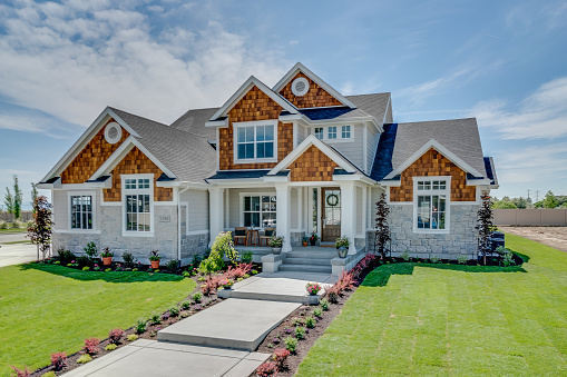 A FEW GREAT WAYS TO IMPROVE YOUR HOME'S FACADE