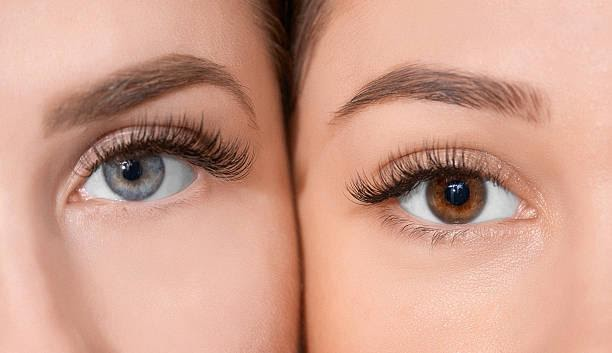 HERE'S WHAT YOU SHOULD KNOW BEFORE GETTING EYELASH EXTENSIONS