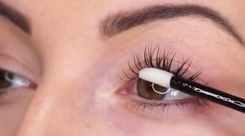 APPLY EYELASH EXTENSIONS AT HOME EASY AND INEXPENSIVE TECHNIQUES
