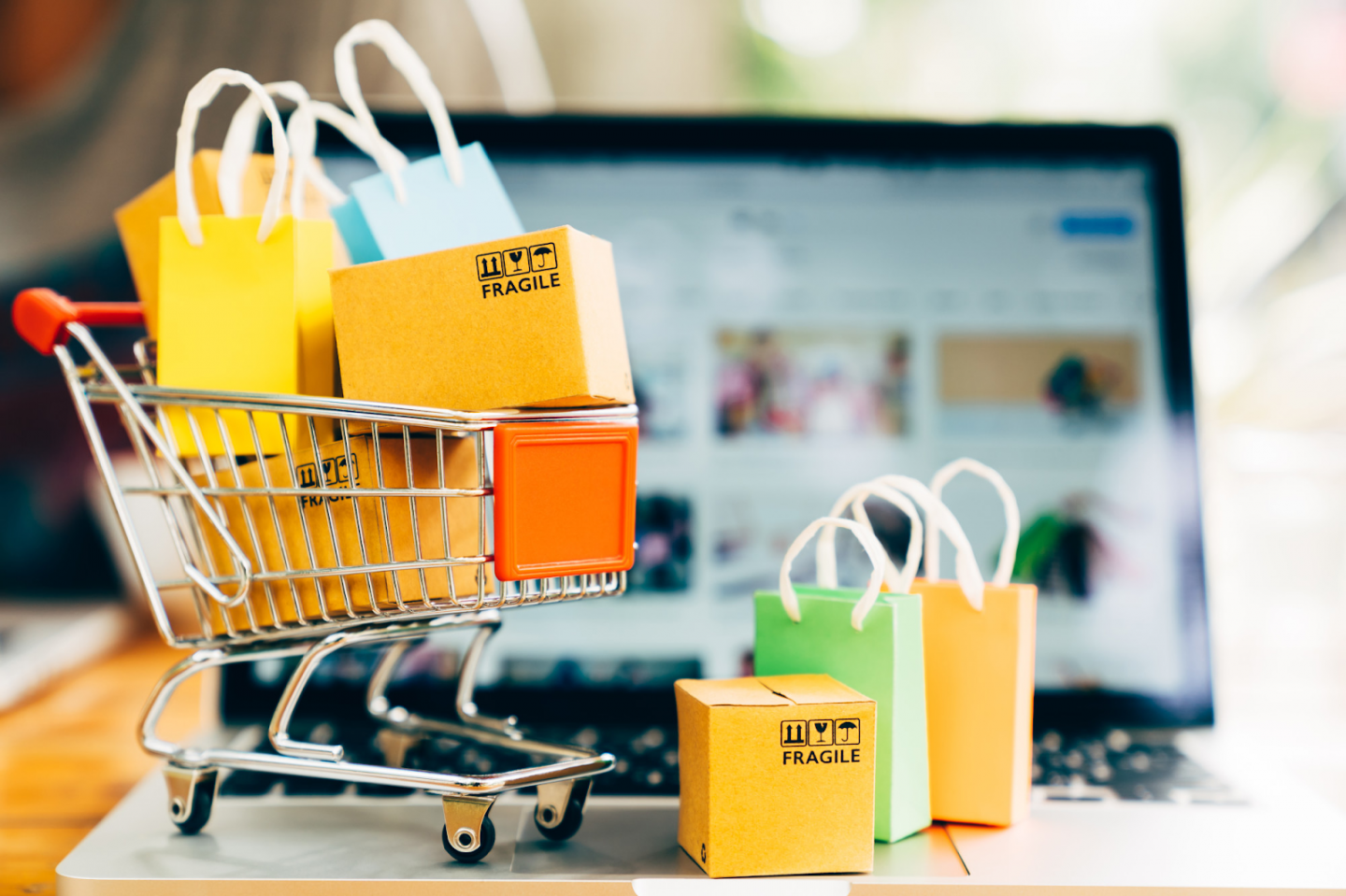 7 TIPS FOR FINDING THE BEST DEALS AT OUTLET STORES