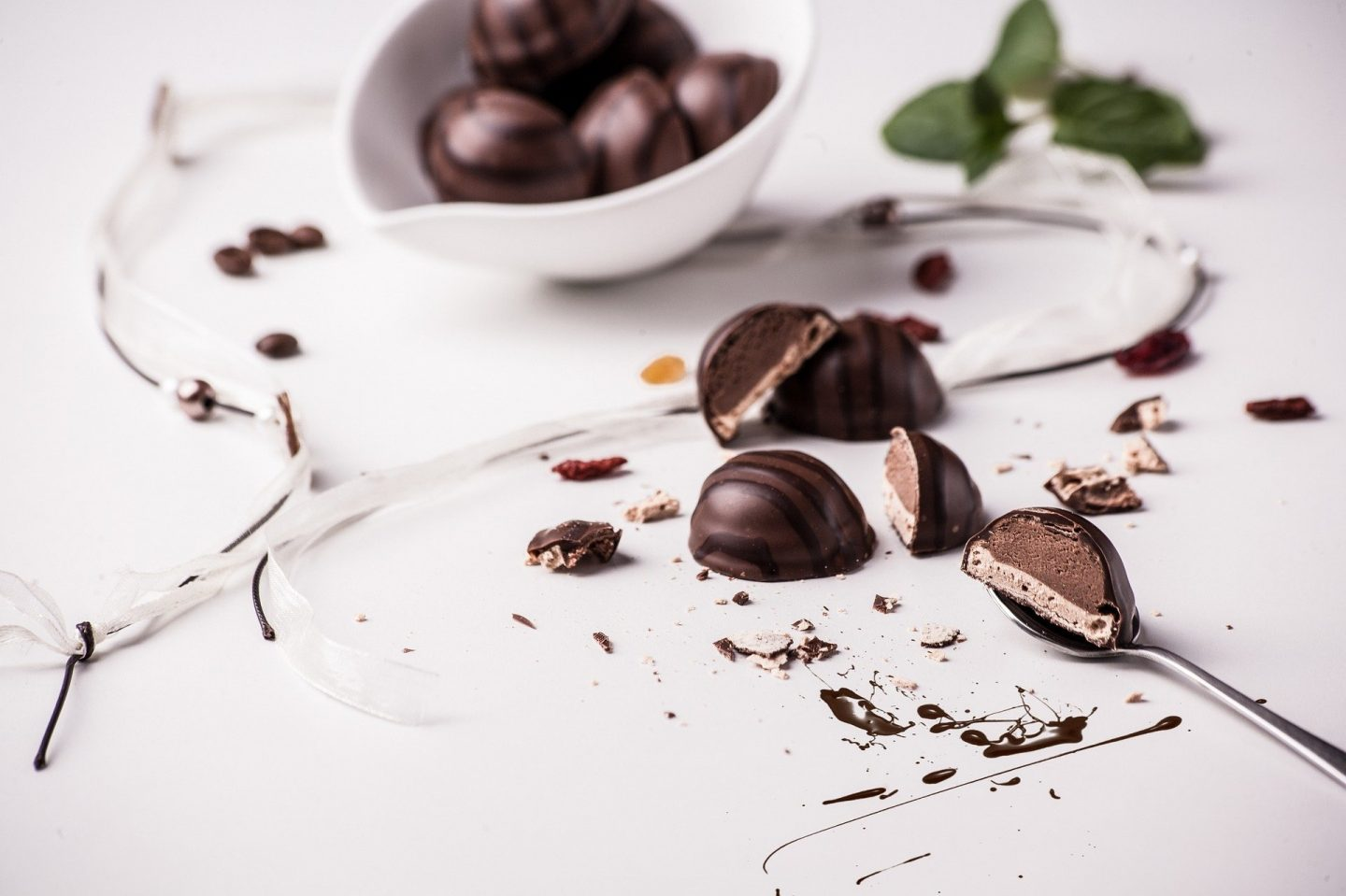WHAT DOES CHOCOLATE BRING TO THE DIET AND WHO SHOULD EAT IT