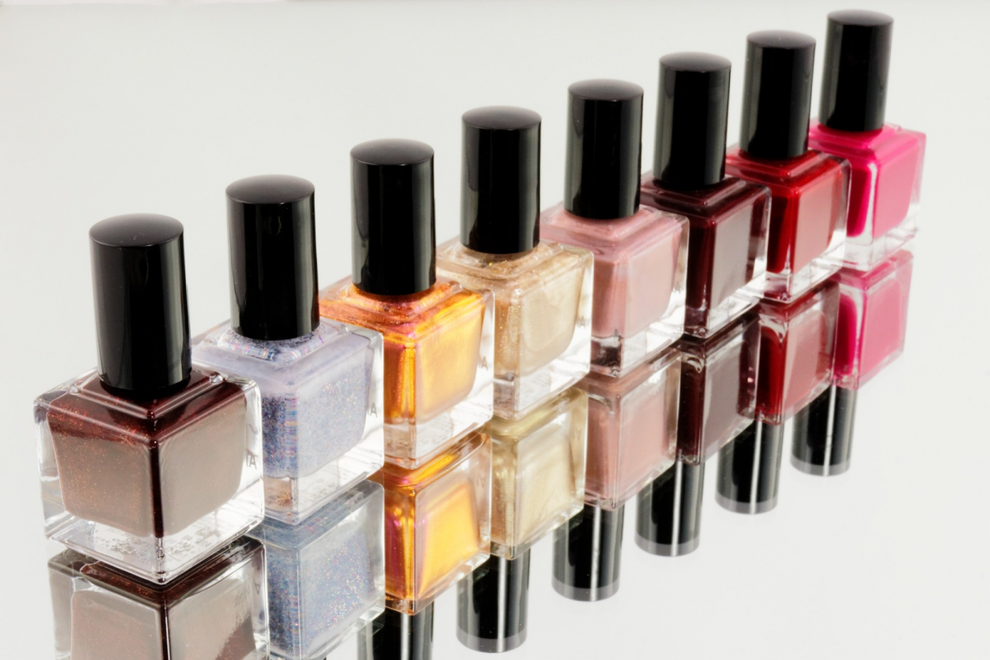 EVERYTHING TO CONSIDER WHEN CHOOSING NAIL POLISH COLOURS