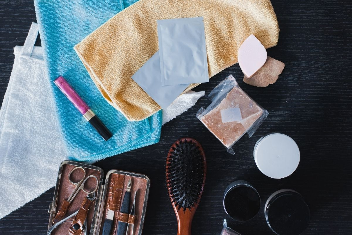 10 SUPER EFFECTIVE WAYS TO TAKE CARE OF YOUR NAILS AND HAIR