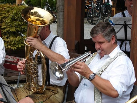 6 LIFE BENEFITS OF PLAYING A WIND INSTRUMENT