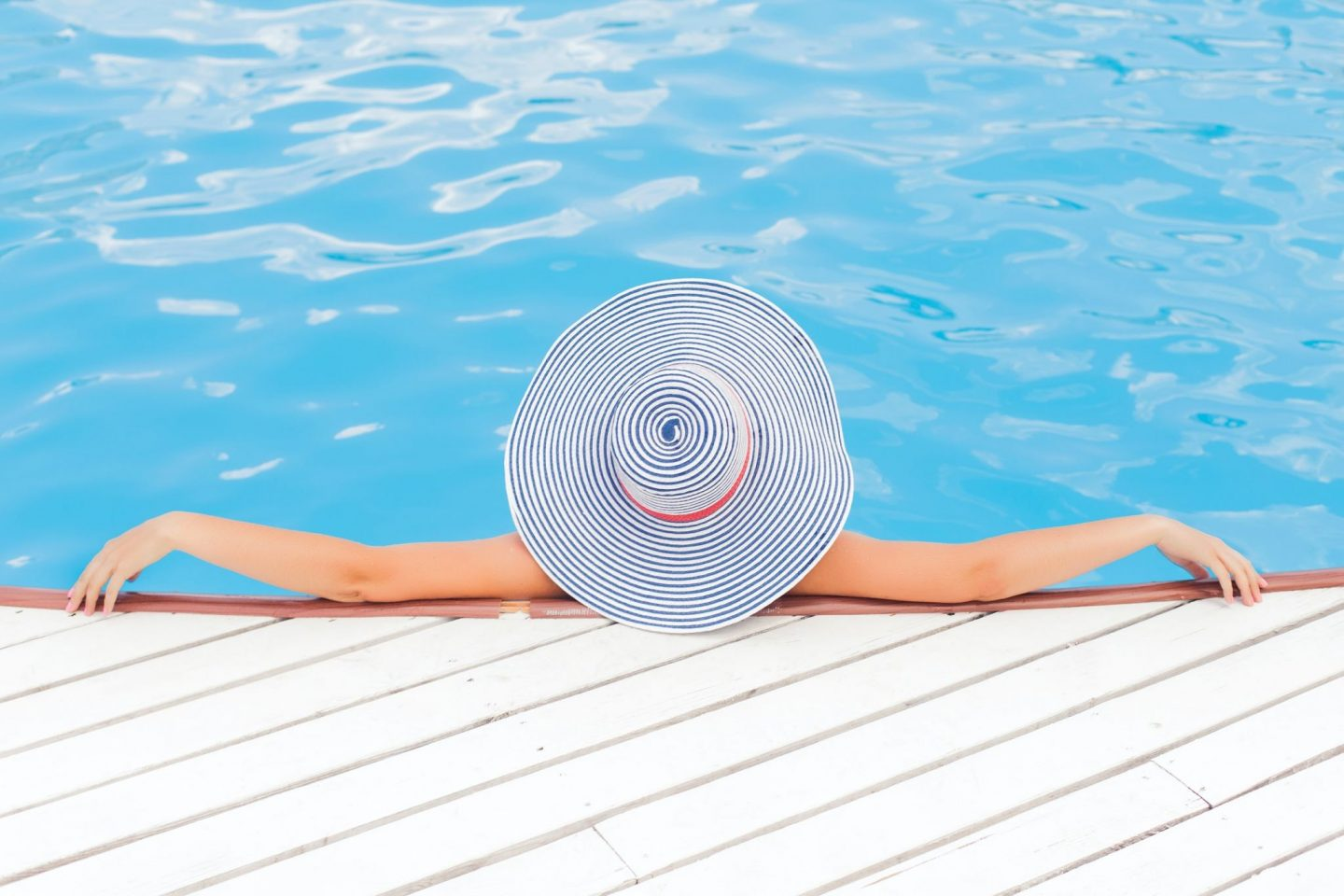 6 Benefits of Having a Saltwater Pool